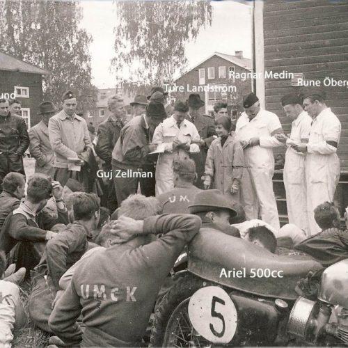 Depåmöte midsommar 1957 Från höger Rune Öberg SVEMO gubbe Ragnar Medin Ture Landström Guj-Zellman