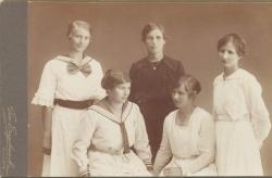 Kronojägare August Alexander Dahlbergs och Maria Albertina Hansdotters döttrar 1907 alla födda i Kronfors