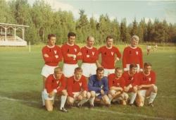 Vistträsk fotbollslag 9, troligen togs i början av 70-talet, i samband med en s.k. välgörenhetsmatch på Vistträsk-dagen