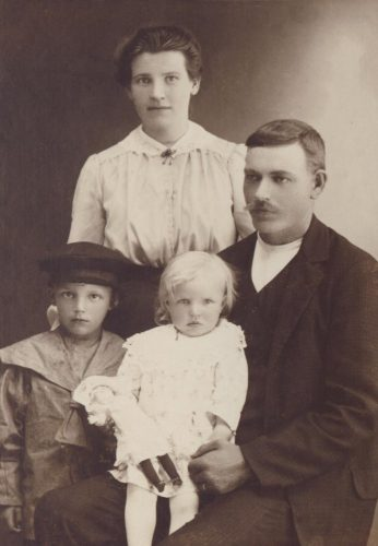 Familjen Oskar och Ingeborg Öberg.