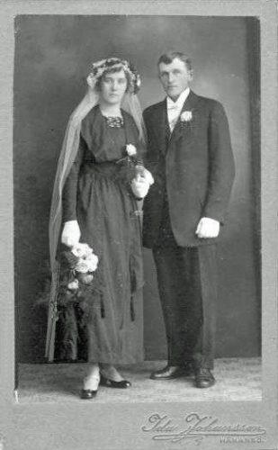 Felaktig uppgift: Vilka är dessa personer? Edith Johansson och Gustaf Fridolf Viklund