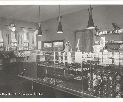Interiör från Konrads konditoris affär bild från 1956