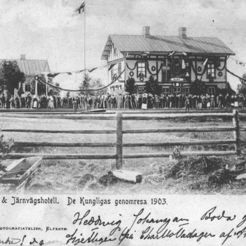 Elfsby station o Järnvägshotell. De kungligas genomresa 1903