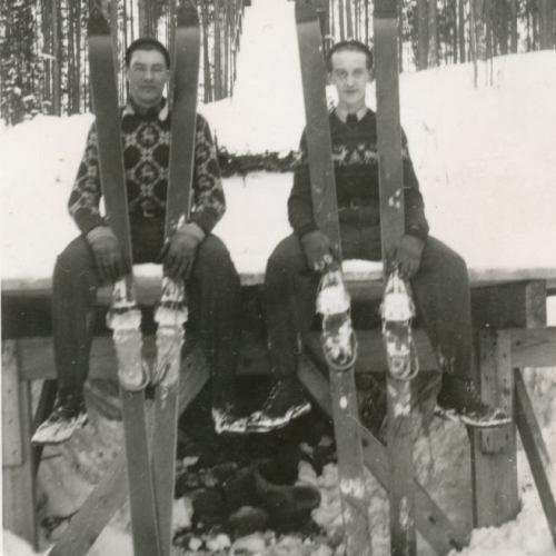 Backhoppare vid kyrkmalmen senare hälften av 1940-talet.