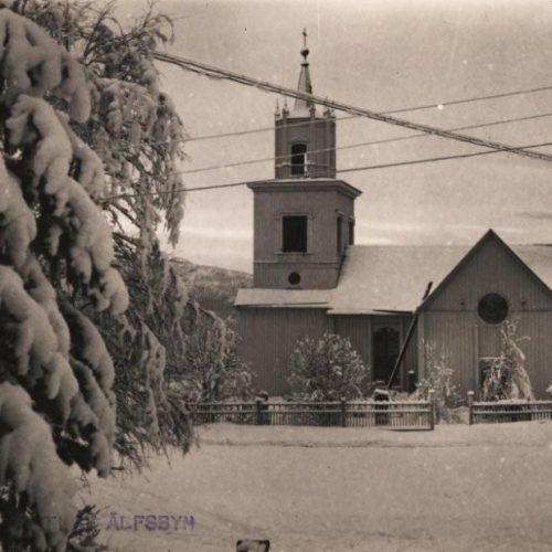 Älfsby kyrka i vinter skrud