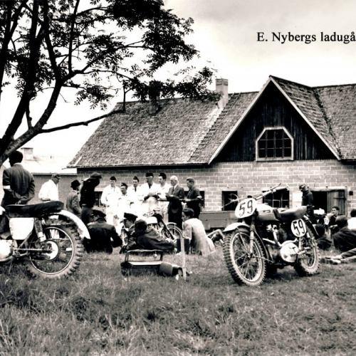 Depåbild mot Edvard Nybergs Ladugård