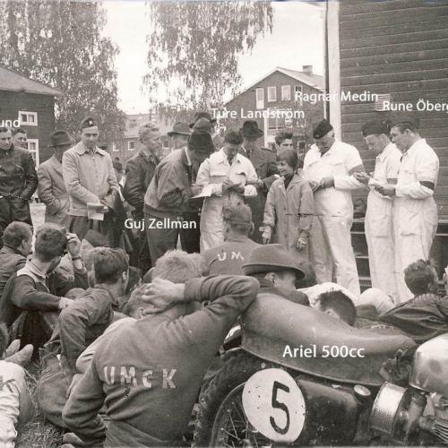 Depåmöte midsommar 1957. Från höger Rune Öberg SVEMO gubbe Ragnar Medin Ture Landström Guj-Zellman