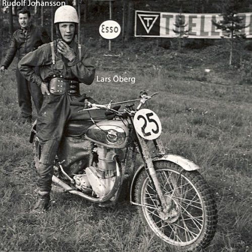 Lars Öberg, Man i bakgrund Rudolf Johansson