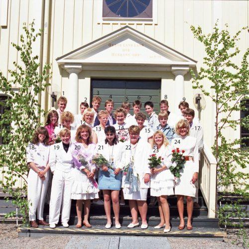 1989 Klass 9 B examen i Älvsby kyrka