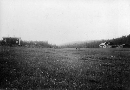 Bild från baksidan av Carl Pontus Öbergs hus i Tällberg.