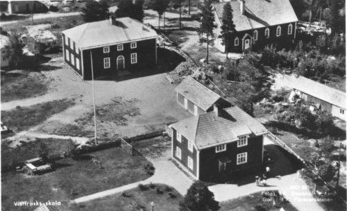 Flygfoto över skolan i Vistträsk på 1950 talet